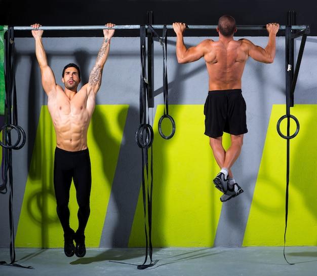 Dedos de crossfit para barra de hombres pull-ups 2 barras de entrenamiento Foto Premium