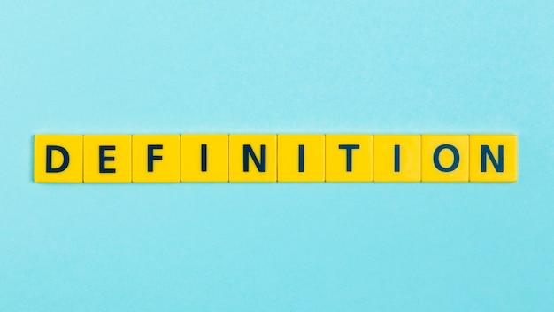 Definición de la palabra en los azulejos scrabble Foto gratis