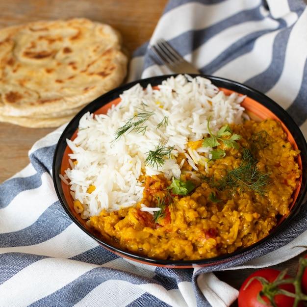 Deliciosa comida india con arroz Foto gratis