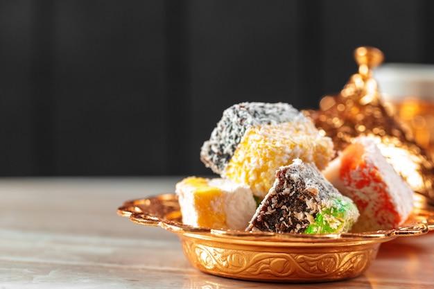 Deliciosas delicias turcas coloridas Foto Premium
