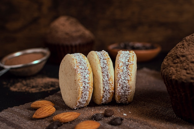 Deliciosas galletas de coco al horno Foto gratis
