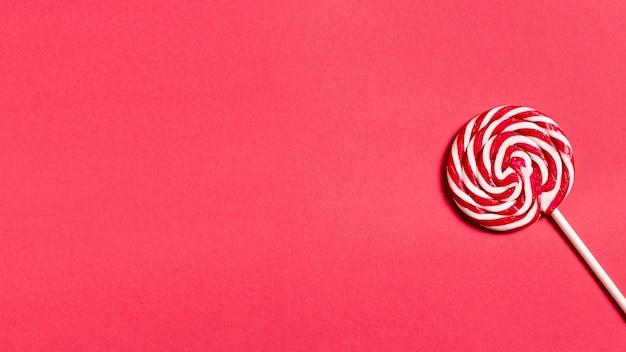 Delicioso bastón de caramelo con espacio de copia Foto gratis