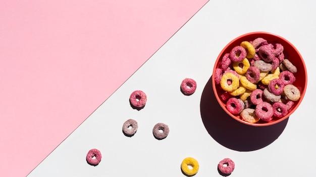 Delicioso desayuno con cereales y espacio de copia Foto gratis