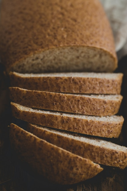 Delicioso pan sobre la mesa Foto gratis
