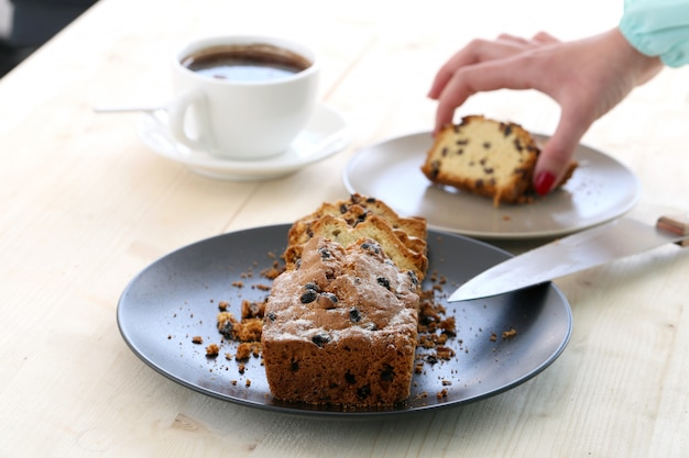 Delicioso pastel sobre la mesa Foto gratis