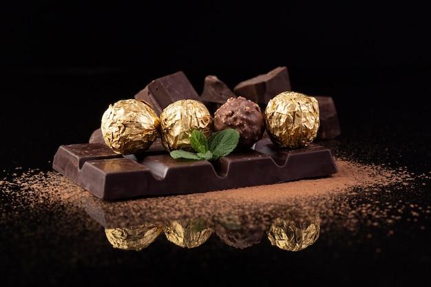 Deliciosos bocadillos de chocolate de cerca Foto gratis