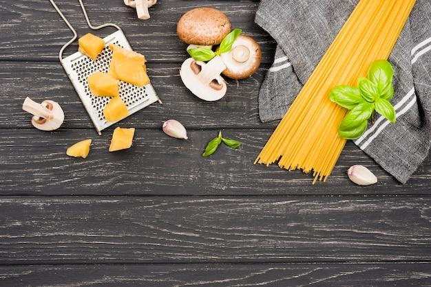 Deliciosos espaguetis con champiñones Foto gratis