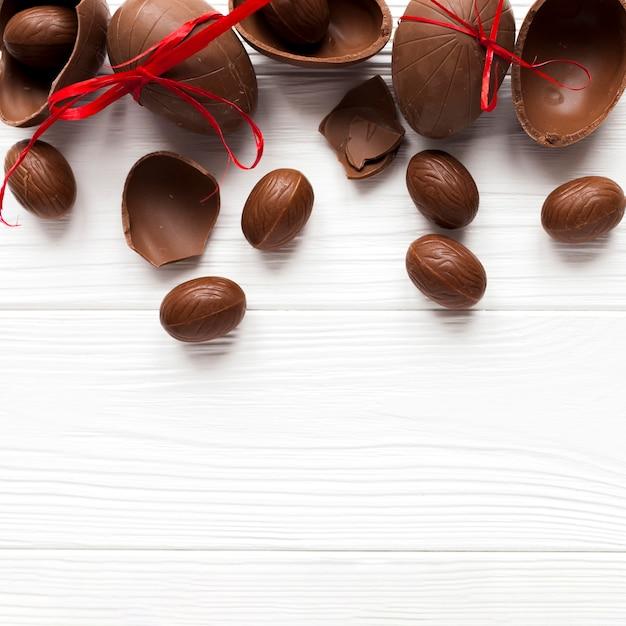 Deliciosos huevos de chocolate Foto gratis