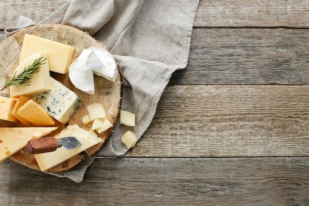 Deliciosos trozos de queso Foto gratis