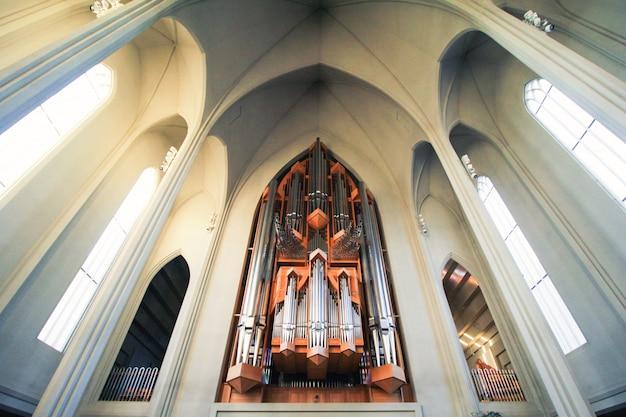 Dentro de la catedral Foto gratis