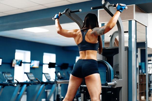 Mujer en Gymshark españa entrenando