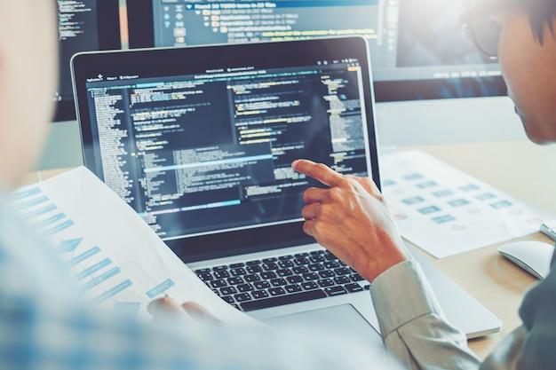 Desarrollo de programadores. desarrollo de equipos. diseño de sitios web y tecnologías de codificación. Foto Premium