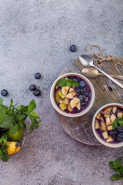 Desayuno acai smoothie bowl para un estilo de vida saludable Foto Premium