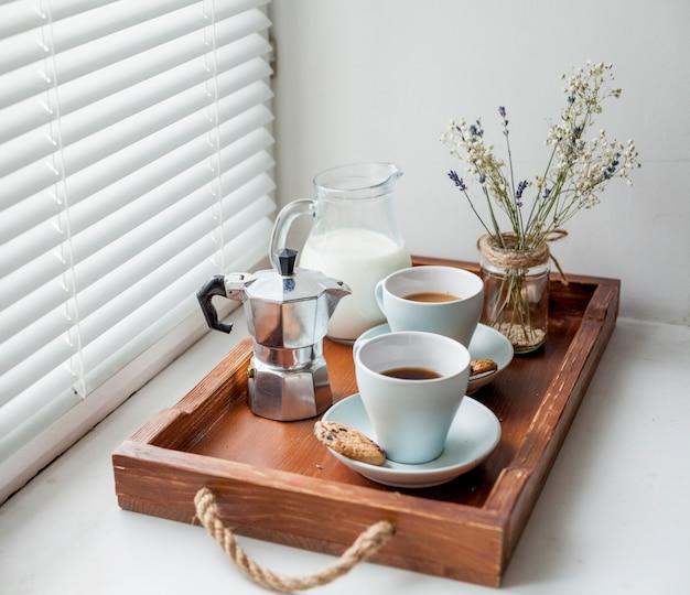 Desayuno en bandeja Foto gratis