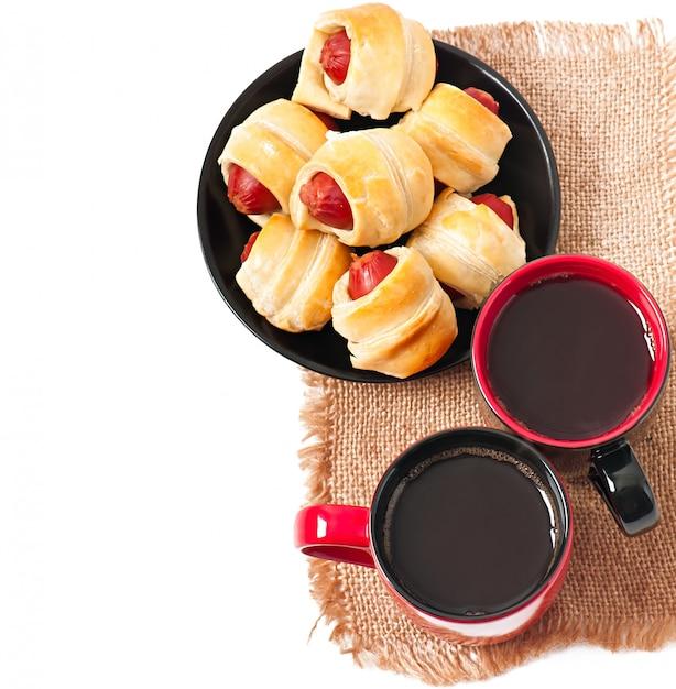 Desayuno con café y empanadas. Foto gratis
