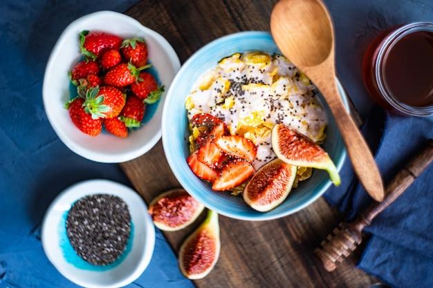 Desayuno tradicional saludable Foto Premium