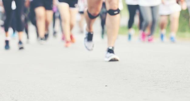 Desenfoque de movimiento de maratón corriendo Foto Premium
