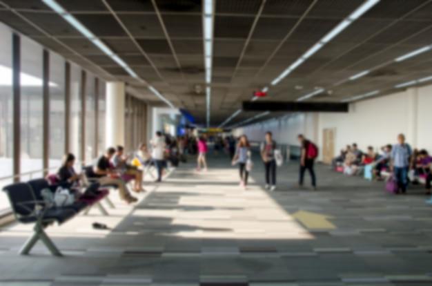Desenfoque de personas en el aeropuerto. Foto Premium