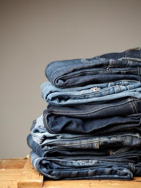 Los detalles de la tela de blue jeans Foto gratis