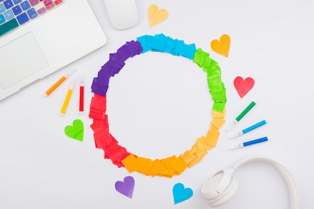 Día feliz del orgullo mundial corazones de colores Foto gratis