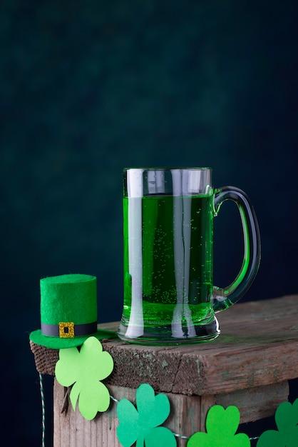 Día de san patricio cerveza verde Foto Premium