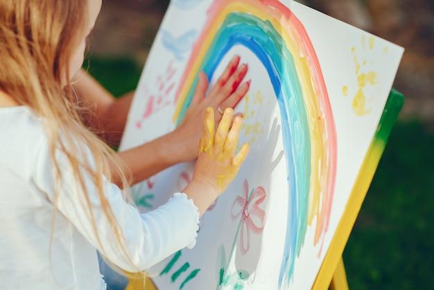 Dibujo de madre e hija Foto gratis
