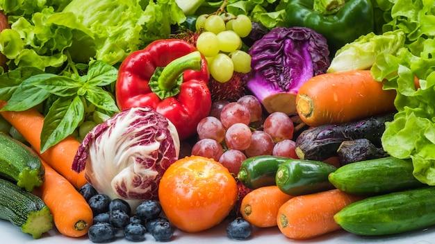 66b1482d065c Diferentes frutas y hortalizas frescas para comer sano, varias ...