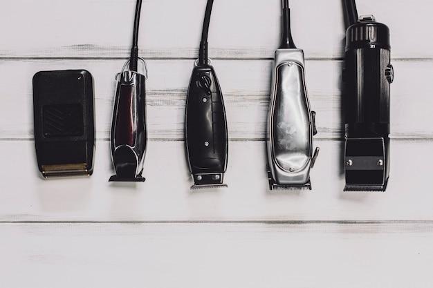 Diferentes máquinas para cortar el cabello Foto gratis