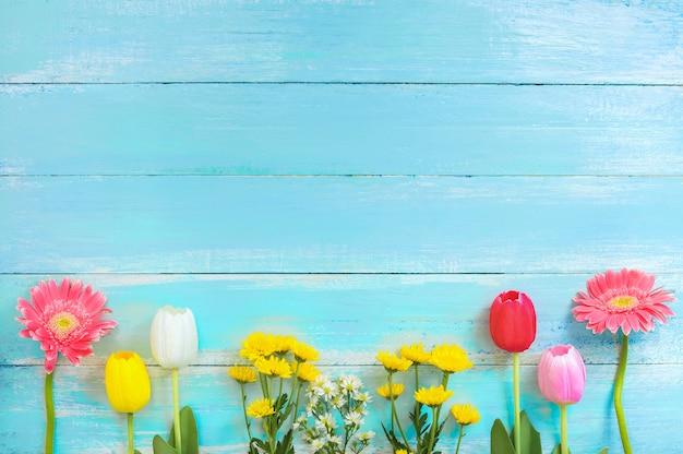 Diferentes Tipos De Coloridas Flores En Línea En El Fondo