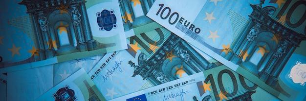 Dinero euro fondo de efectivo del euro. billetes en euros. Foto Premium