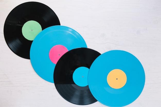 1cc2bd515 Discos de vinilo azul y negro Foto gratis