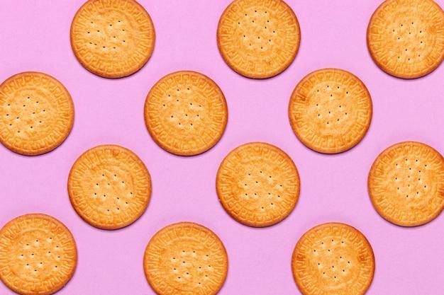 Diseño de concepto de cookie sobre fondo rosa Foto gratis