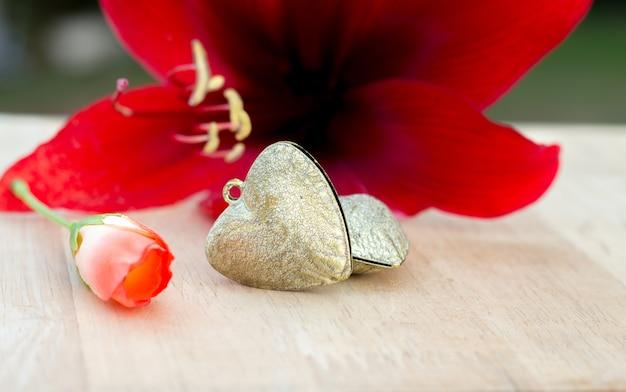 Diseno De Corazones Y Flores Rojas Para El Amor La Boda Y El Fondo