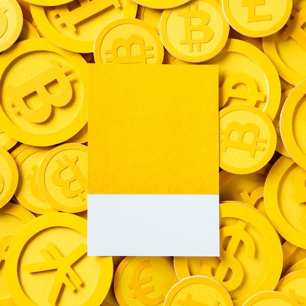 Diseño de espacio sobre un montón de dinero en bitcoin. Foto gratis
