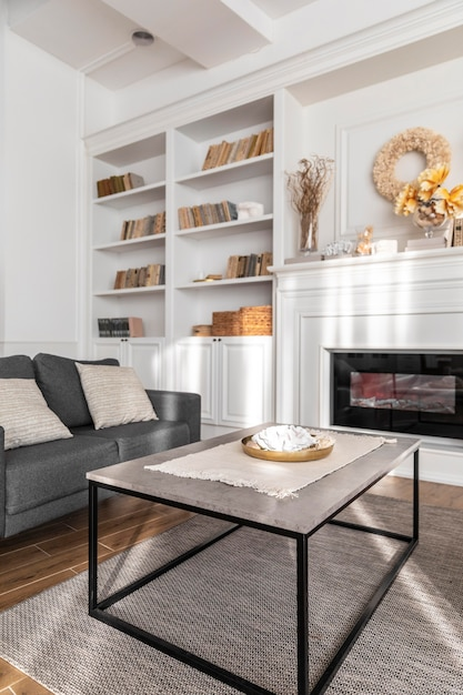 Diseño de sala de estar con sofá. Foto gratis