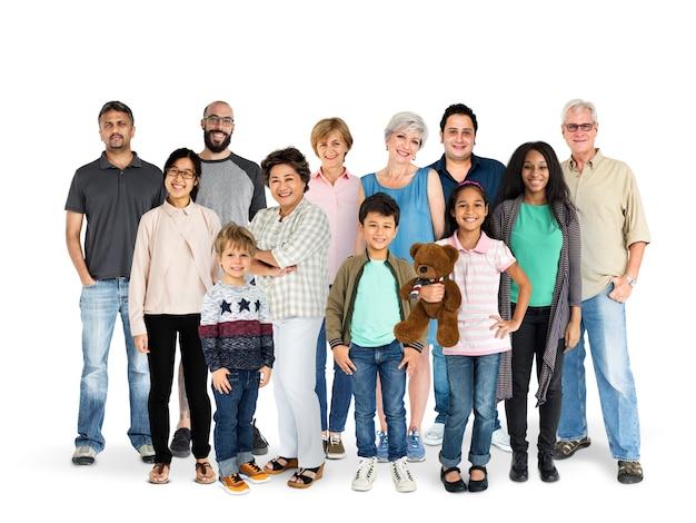 Diversidad de generaciones de personas reunidas estudio aislado Foto Premium
