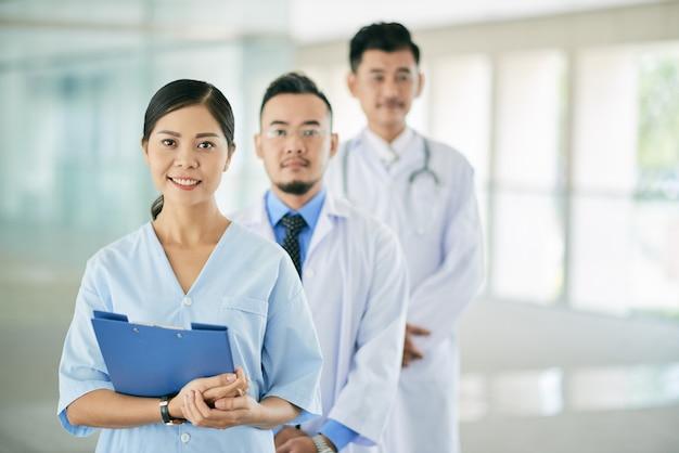 Doctora bonita Foto gratis
