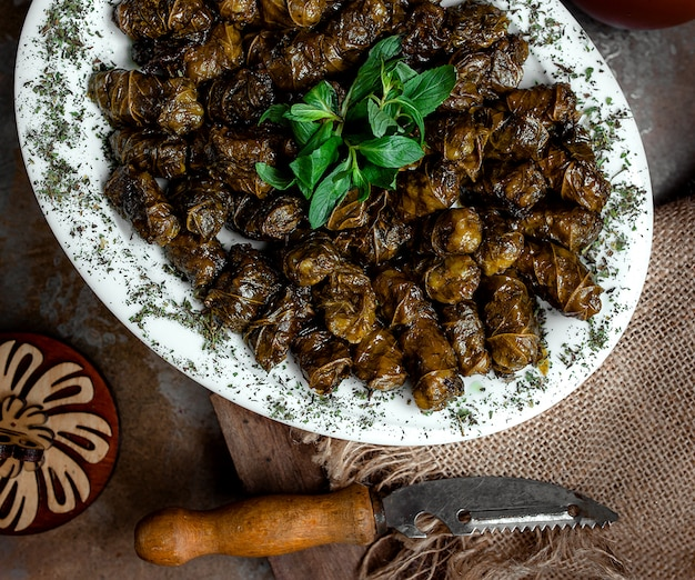 Dolma nacional azerí de hojas de parra Foto gratis
