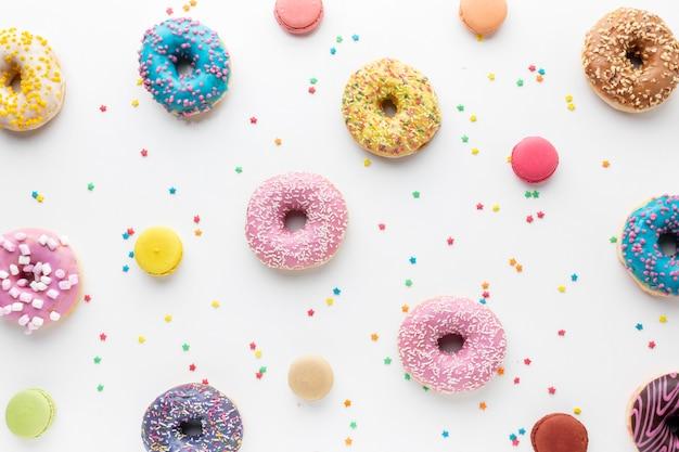 Donuts y chispas de colores Foto Premium