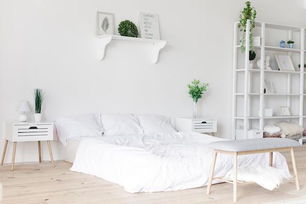 Dormitorio moderno con estilo brillante Foto gratis