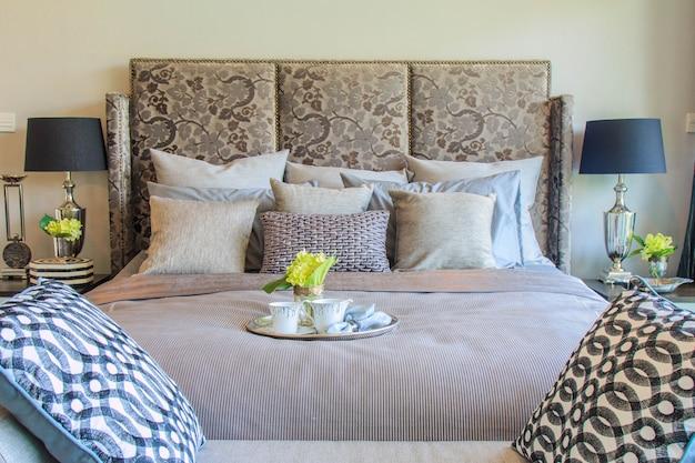 Dormitorio Principal Moderno Con Muebles De Lujo Y