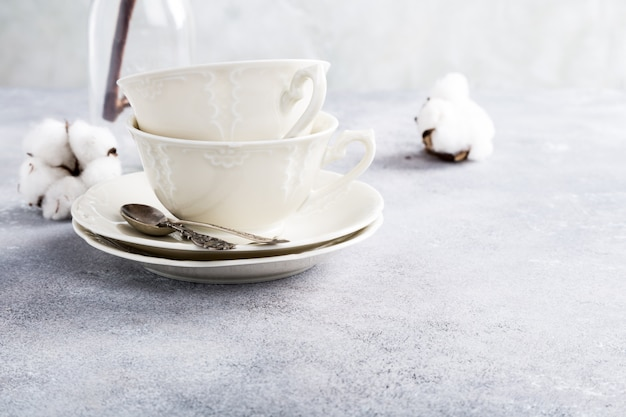 Dos tazas de té de porcelana retro Foto Premium