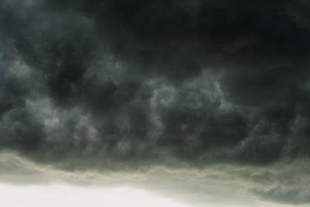 Dramáticas Nubes Negras Y Movimiento Cielo Oscuro Con Tormenta