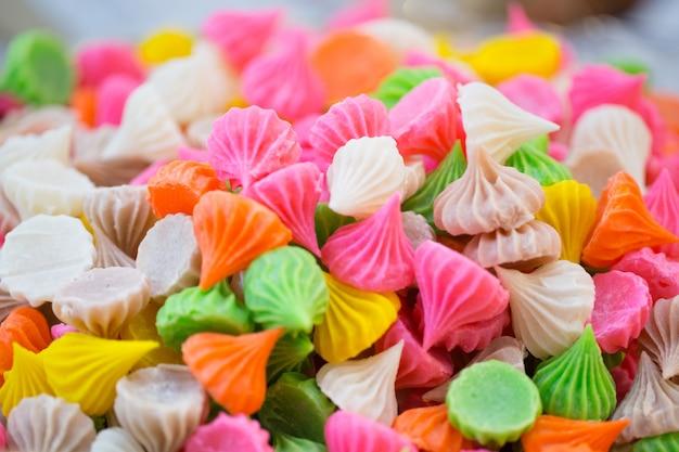 Dulce tailandés postre tradicional vintage dulce colorido snack de azúcar Foto Premium