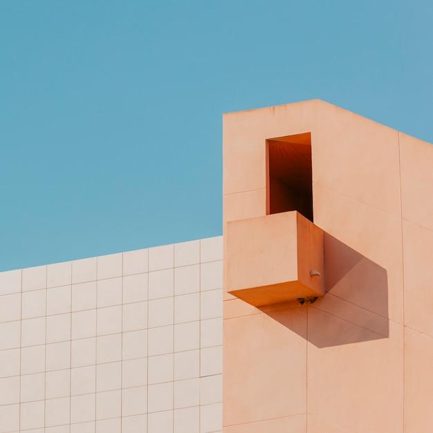 Edificio con balcón Foto gratis