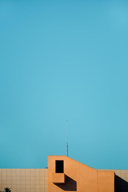 Edificio con cielo Foto gratis