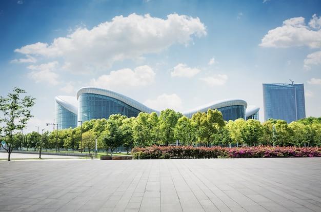 Edificio con diseño moderno Foto gratis
