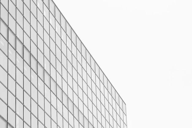 Edificio hermoso del negocio de la oficina de la arquitectura con forma de la ventana de cristal Foto gratis