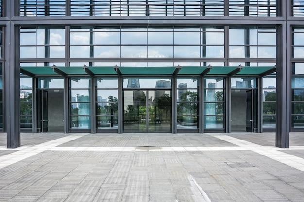 El edificio de negocios de la ciudad moderna Foto Premium