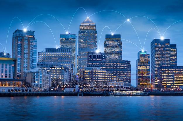 Edificio de oficinas de londres para red y concepto futuro Foto Premium